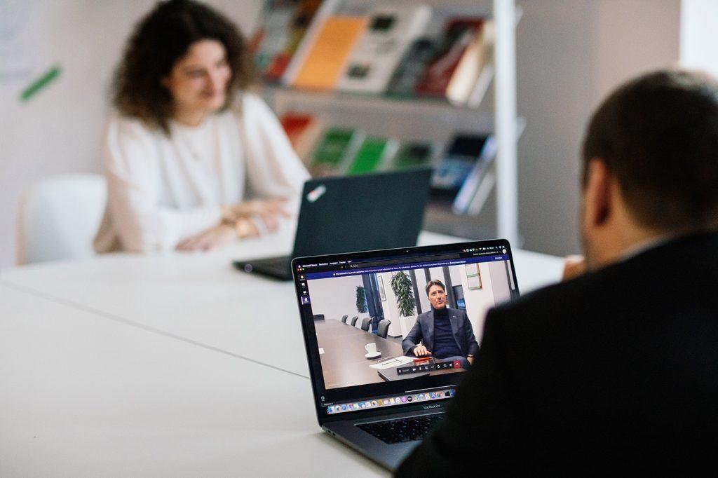 Interview trotz Teil-Lockdown: Die digitale Transformation macht's möglich